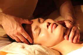Physiotherapist in Dubai offering craniosacral therapy